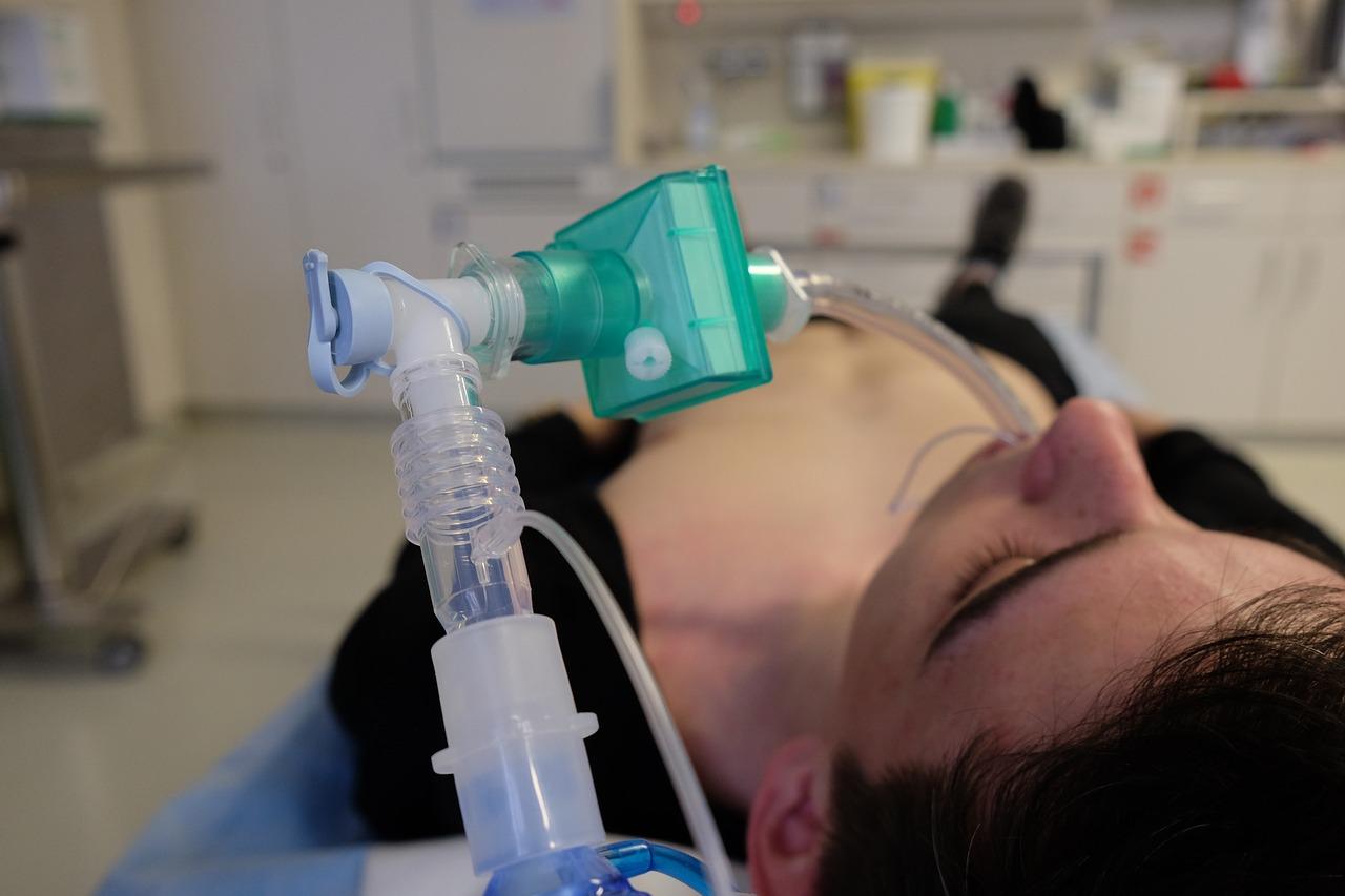 Il The Telegraph:  I tassi di mortalità Covid sono diminuiti poiché i medici hanno rifiutato i ventilatori